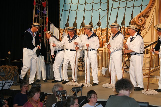 ./imgs/pictures/hmspinafore/sailors.jpg